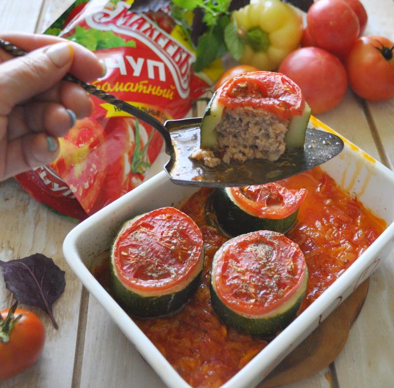 Цуккини фаршированные, запечённые в томатном соусе