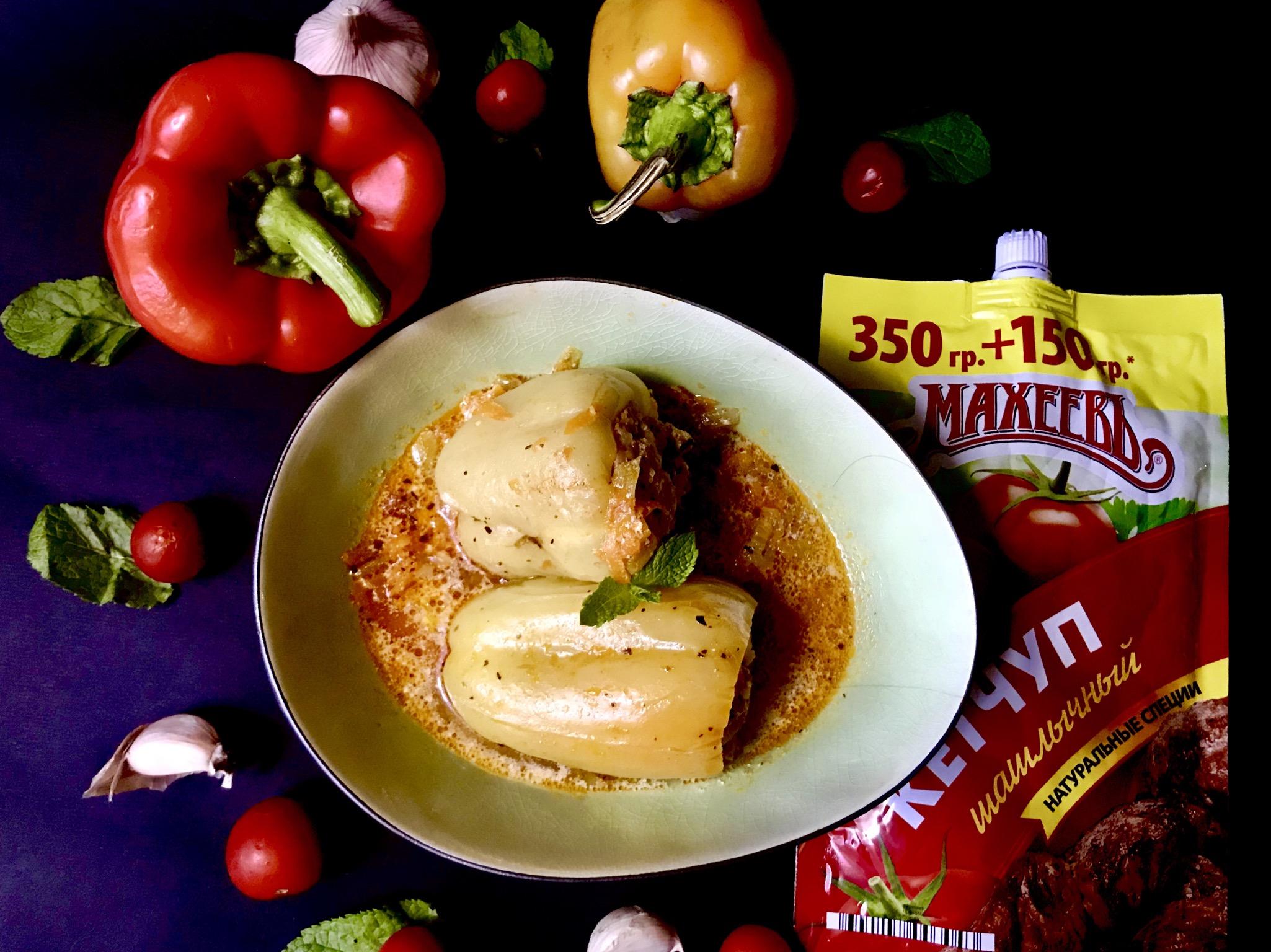 Фаршированные перцы в томатно-сливочном соусе.