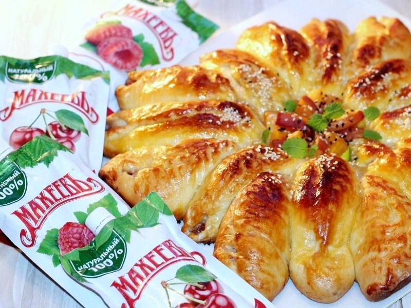 Пирог с персиками и джемом Махеевъ