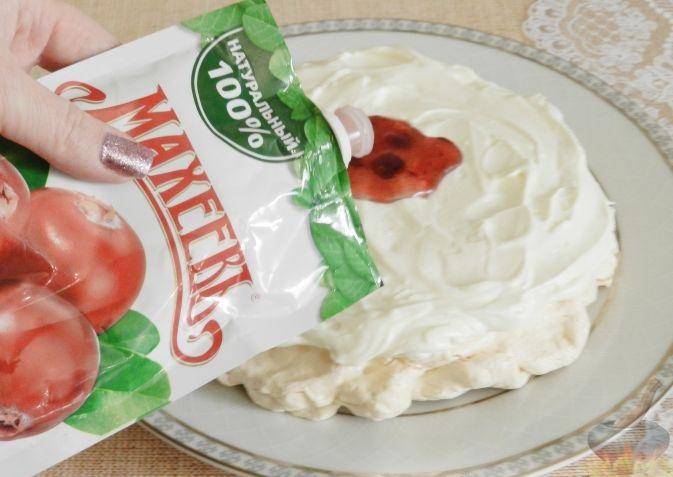 Торт-безе с джемом и взбитыми сливками c джемом Махеев