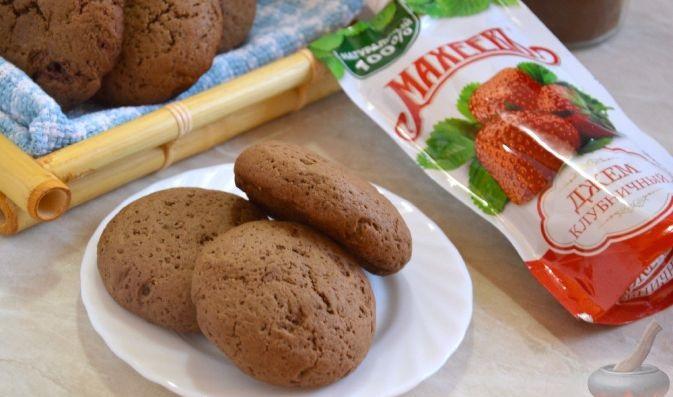 Шоколадное печенье с джемом Махеев