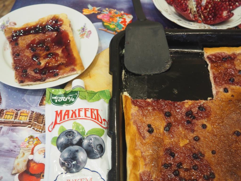Домашний черничный пирог с джемом ТМ Махеевъ.