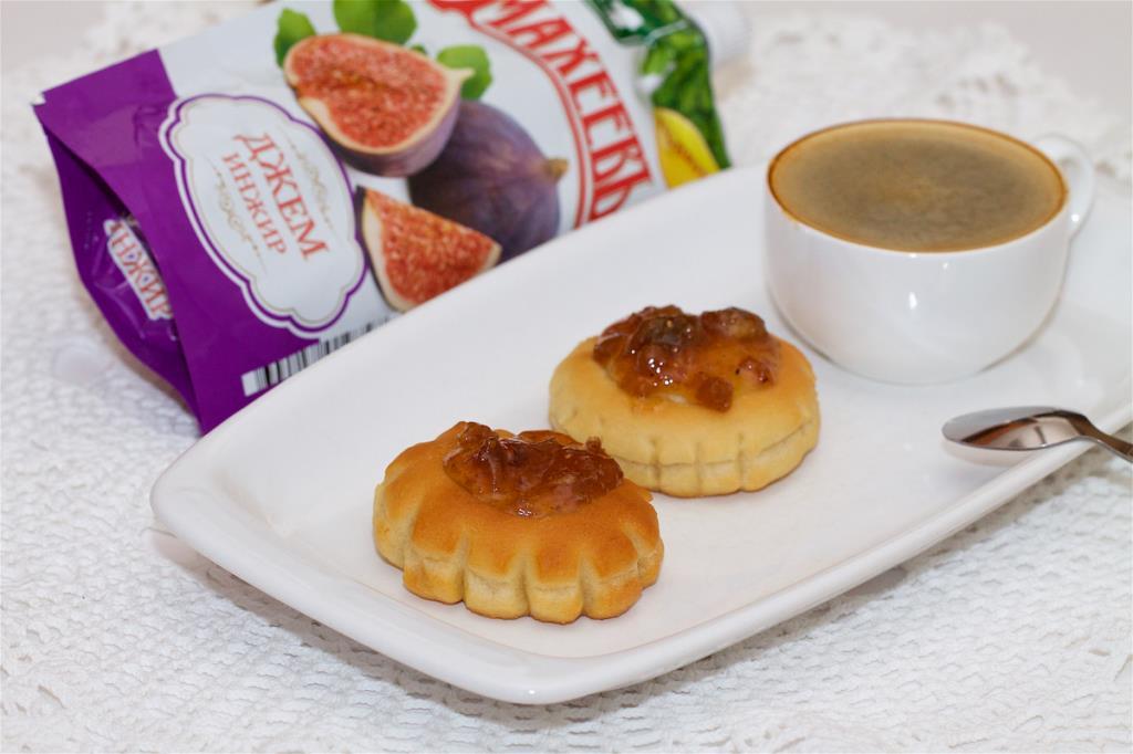 Сдобные ватрушки с инжирным джемом ТМ МахеевЪ
