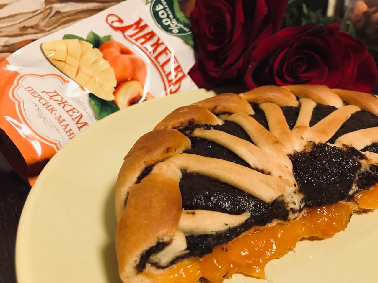 Открытый пирог с черносливом и персиковым джемом МахеевЪ