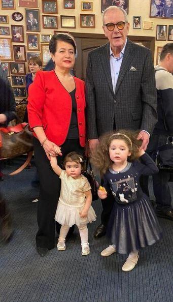 81-летний Виторган отпраздновал 3 года дочери: 'Теперь братика надо'