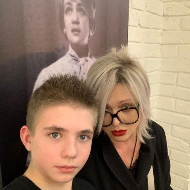 Дмитрий Певцов: 13-летнего сына нет в соцсетях и у него кнопочный телефон