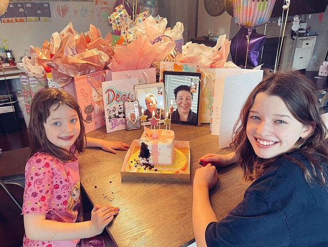 Милла Йовович: крохотный торт на день рождения средней дочери