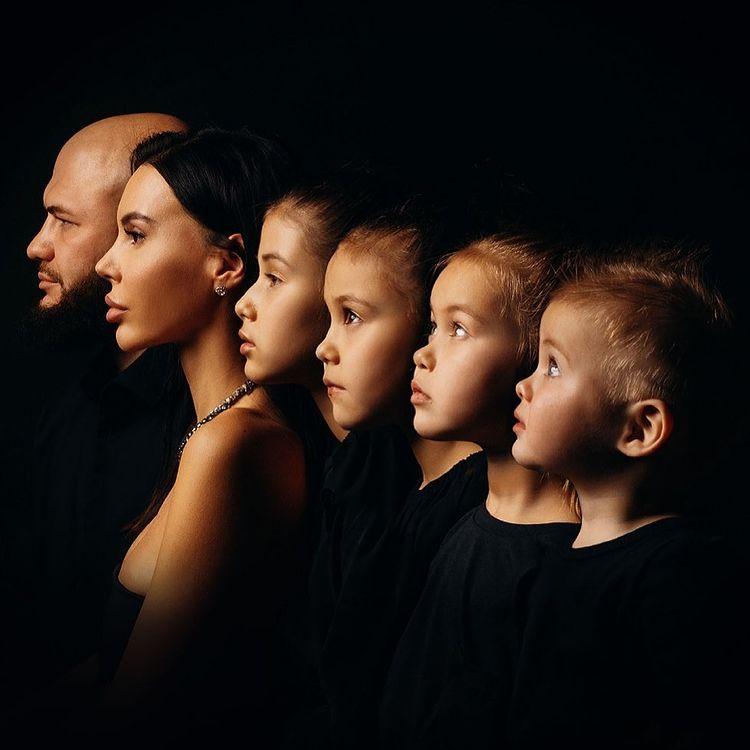 Джиган и Оксана Самойлова с 4 детьми: 'Эмоционально сильное фото!'