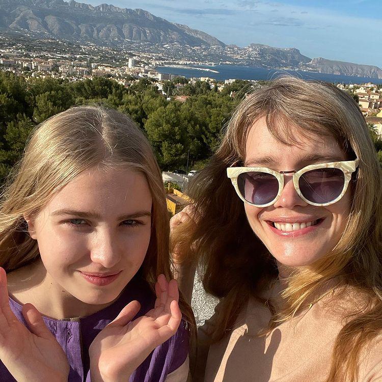 Наталья Водянова с единственной дочкой и новой стрижкой: 'Чёлку срочно отрастить! Выглядит как парик'