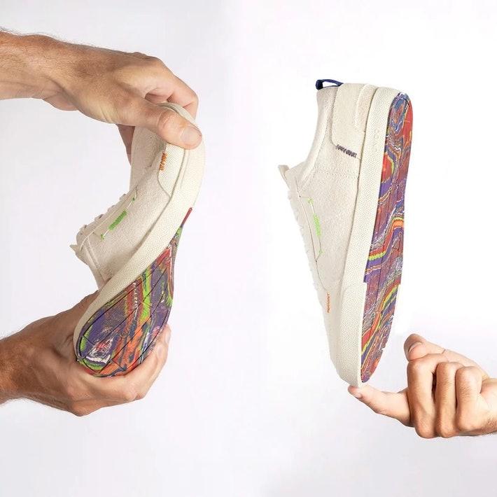 Кроссовки с подошвами из воздушных шаров