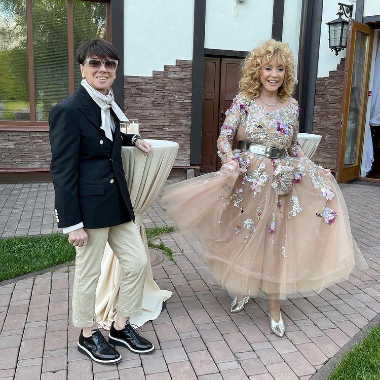 Алла Пугачева в образе цветочной феи на 50-летии дочери: 'Видно, что счастлива!'