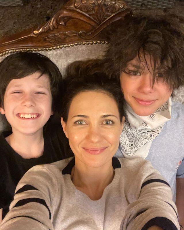 Екатерина Климова с сыновьями и Гошей Куценко