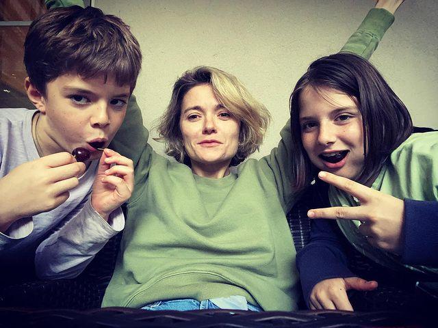 Надежда Михалкова с детьми: 'Летом они взрослеют намного быстрее'