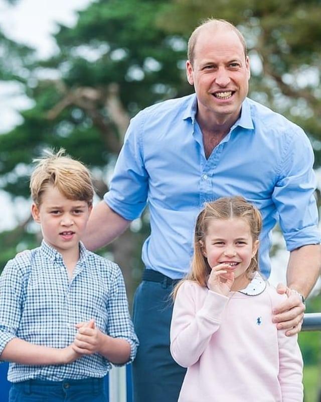 Принц Уильям с детьми отметил 39-летие: 'Как малышка похожа на королеву!'