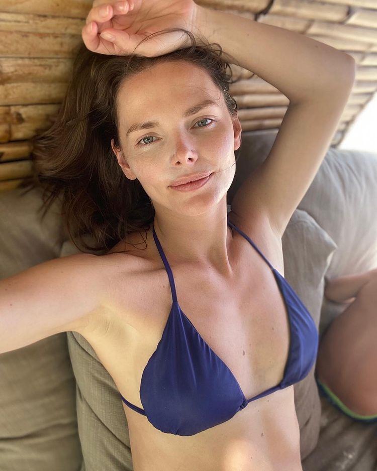Елизавета Боярская в купальнике
