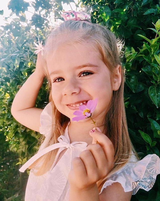 Юлия Савичева дочь Аня