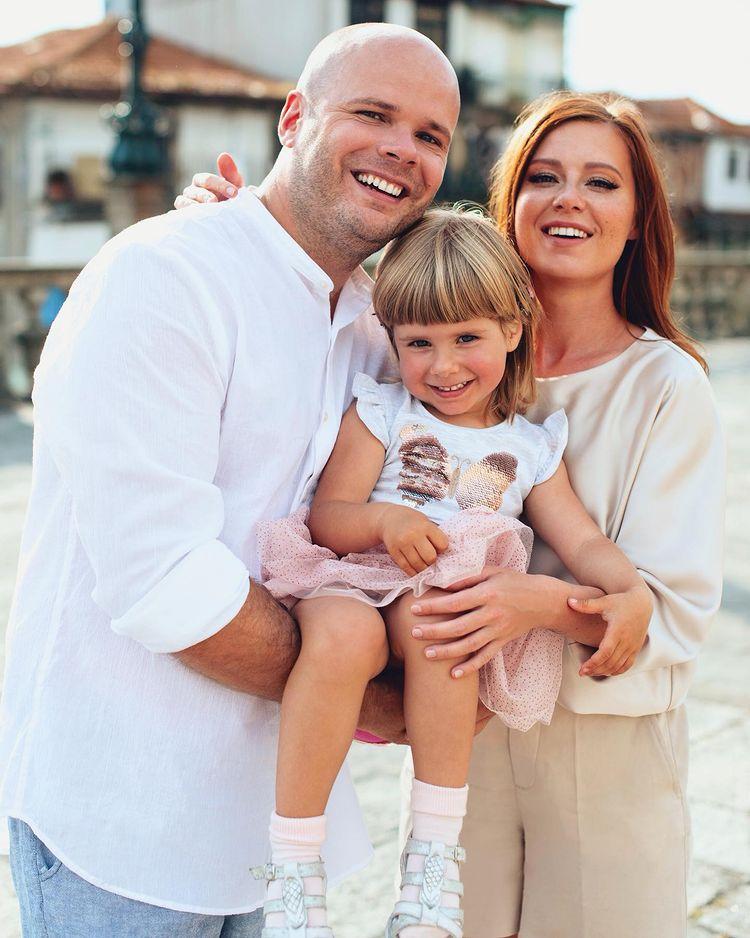 Юлия Савичева муж дочь Аня