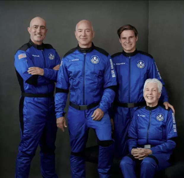 Джефф Безос и его экипаж