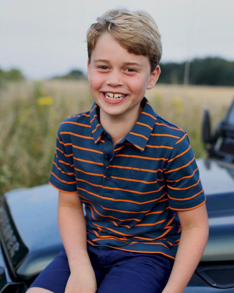 Принцу Джорджу - 8 лет: широкая улыбка и футболка за 1000 рублей