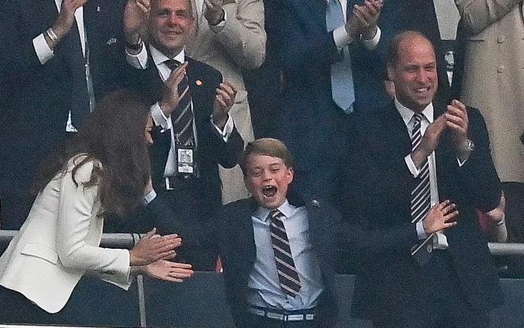 принц Уильям Кейт Джордж на чемпионате Европы Англия-Италия
