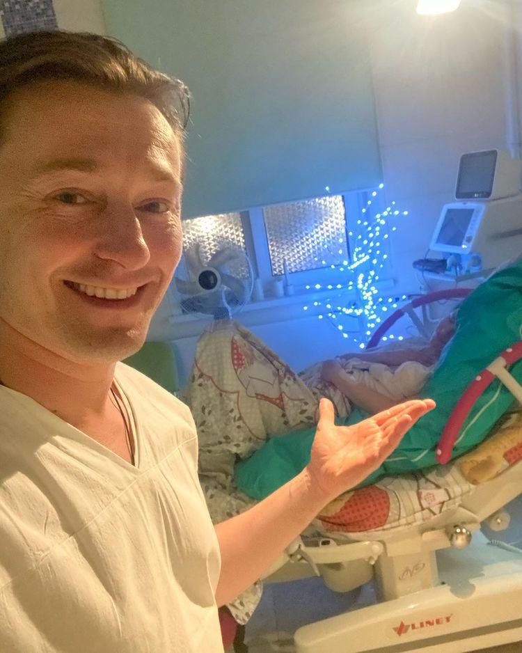 Сергей Безруков стал отцом в пятый раз - и помогал жене на родах