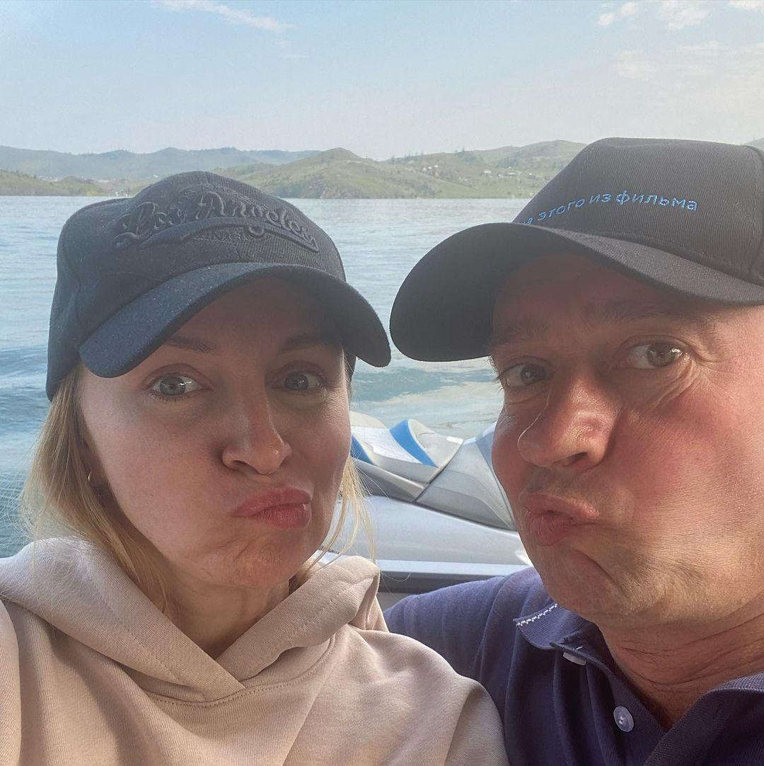 Константин Хабенский с женой на Байкале: сибирский поцелуй