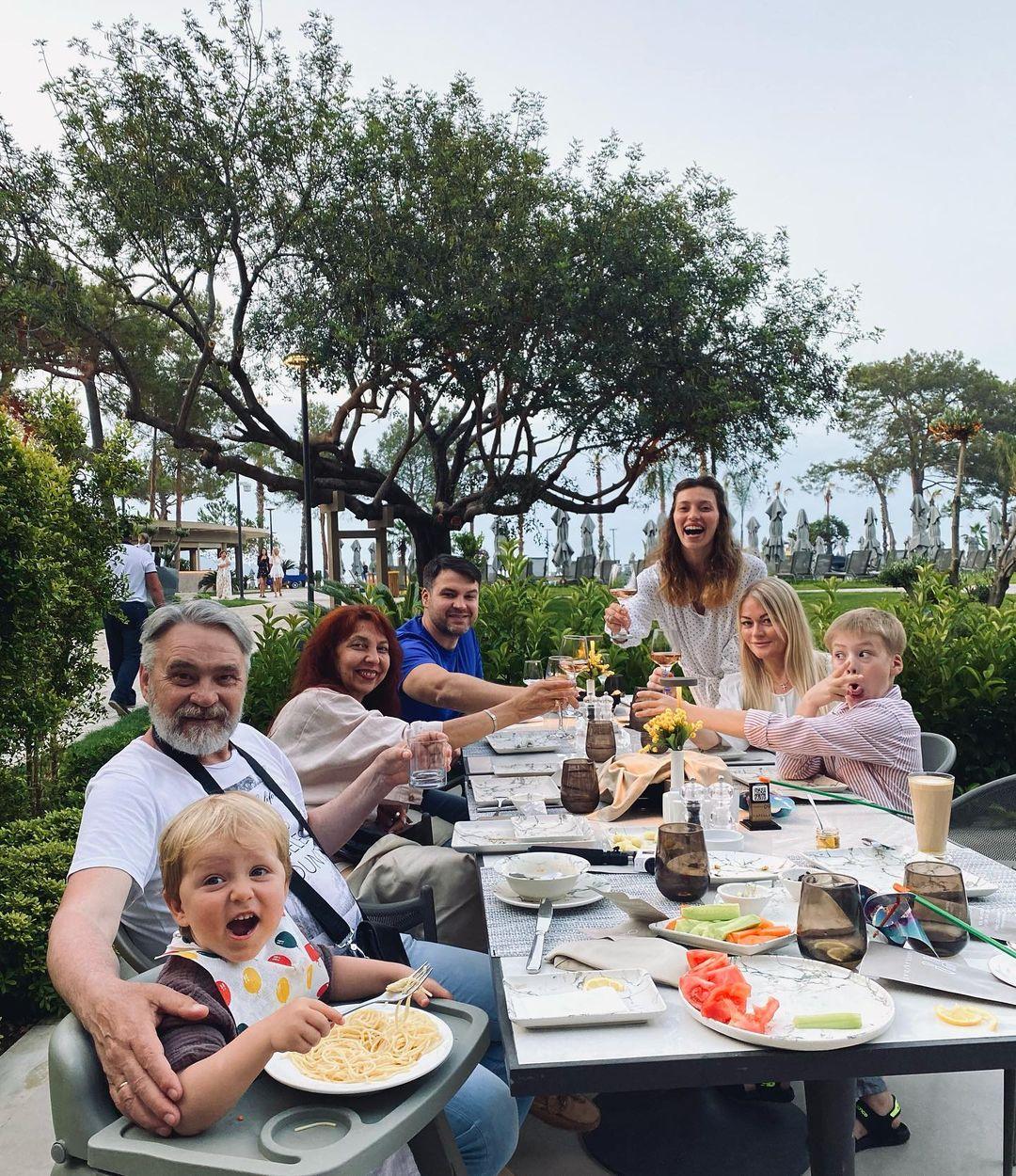 Регина Тодоренко семья