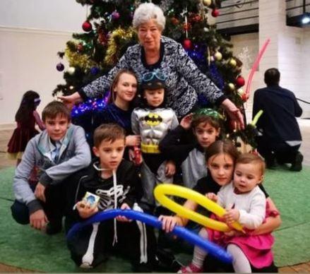 Мама Евгения Цыганова с внуками