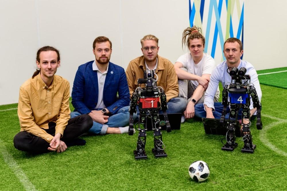Робот-футболист Kondo-Pro