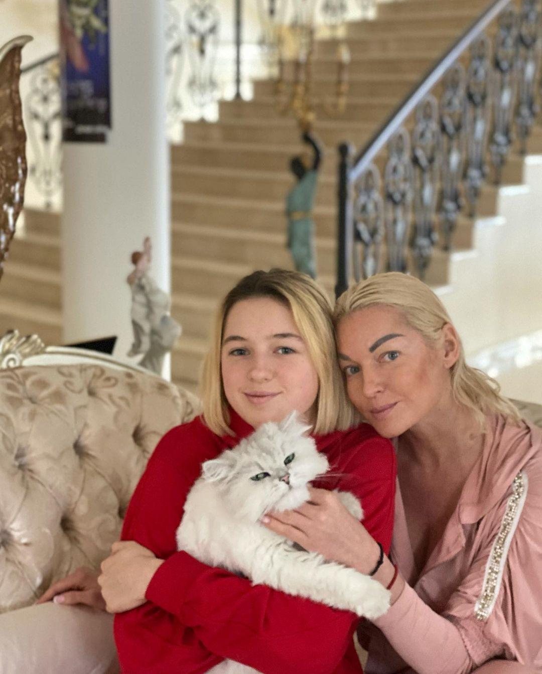 Анастасия Волочкова - 16 лет дочери: главная роль эпатажной танцовщицы