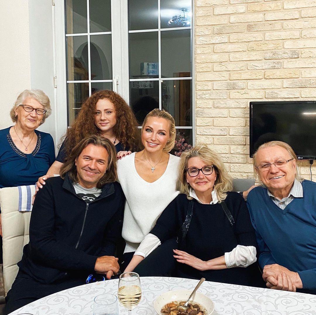 Дмитрий и Инна Маликовы - семейное застолье накануне 55-летия свадьбы родителей