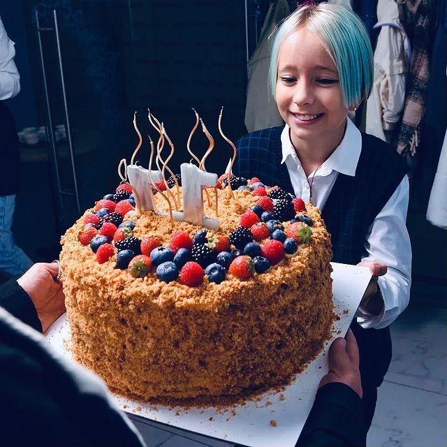 Мороз и Богомолов объединились ради дочери: торт для девочки с голубыми волосами