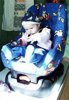 Кресло работает на безопасность детки не только в автомобиле: 'высоко сижу... на столе... на ремнях безопасности'