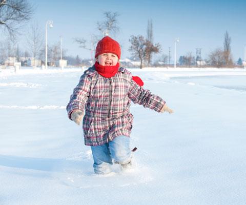 Снежные забавы: чем занять дошколят на зимней прогулке
