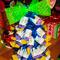 Новогодние подарки –  своими руками : елки и букеты из конфет.