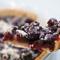 Открытый пирог с  ягодами  – черникой, черной смородиной...