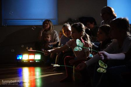 Детский центр ''Домик Фанни Белл'' представил новый спектакль ''Сказки Лиловой поляны''