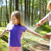 Средства от комаров и клещей: защита для детей на даче и на прогулке