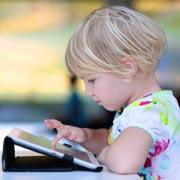 Элизабет Килби: Боюсь, что ребенок причинит себе вред, если отобрать у него планшет