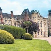 Наталья Лэнг: Кто поступает в Итон и Харроу – и сколько стоит учеба в школе в Англии