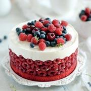 """Как украсить торт малиной: рецепт торта """"Красный бархат"""""""