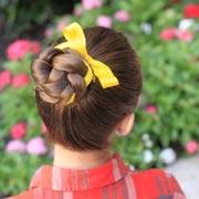 Анна Кутаркина: Прически на 1 сентября: 7 оригинальных идей для девочек