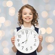 Скоро в школу. А вы будите подростка по утрам и напоминаете про уроки?
