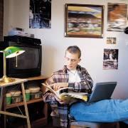Непарные носки и еще 4 вещи: что раздражает родителей подростка