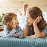 Стесняетесь говорить с ребенком о сексе? Начинайте с рождения!