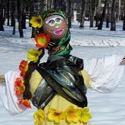 Масленица в Туле: как лазили на призовой столб и сжигали чучело