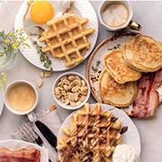 Завтрак за 10 минут: вафли и оладьи по одному рецепту