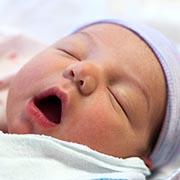 Захочет спать – сам уснет: 4 вредных совета о детском сне
