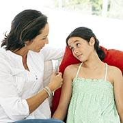 Как говорить с ребенком, если он с вами не разговаривает: 5 способов