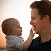 Колики у новорожденного: 8 способов помочь малышу